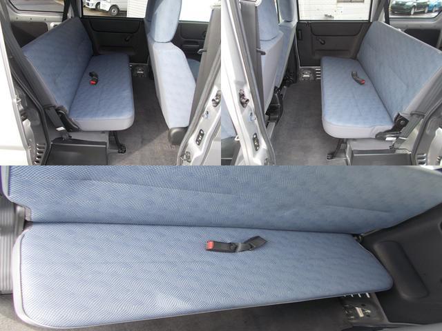 後席も広くシートも破れなく綺麗です!