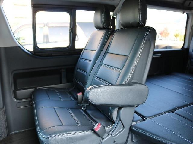 後部座席も広々と大人数で楽しめる10人のり、普通免許にて運転可能なサイズです