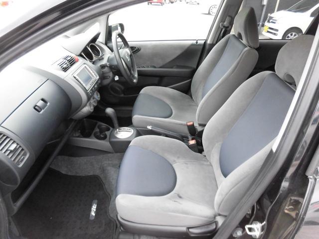 助手席シート座面に多少のインク汚れ有ります。