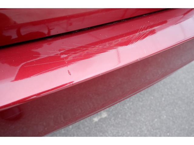 リヤバンパー接触による傷、塗装にひび割れあります。リヤトランクフロアーに軽度の損傷有る為、修復歴車になります。