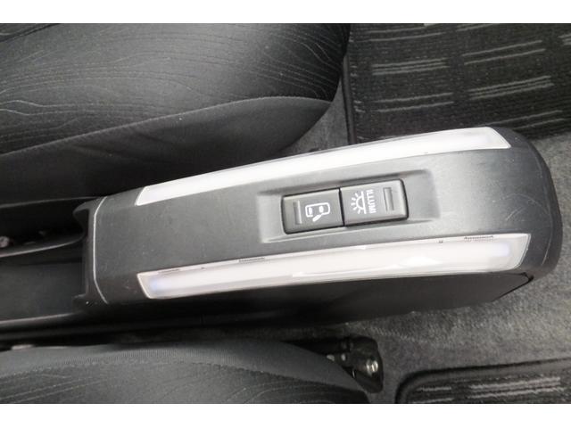 カスタムG 車検3年4月 平均燃費16.8km HDDナビ(13枚目)
