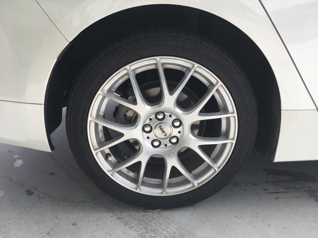 純正タイヤサイズは195/65-15です。