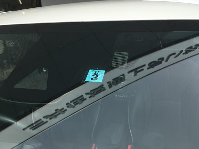 トヨタセーフティセンスやドラレコが見えます。