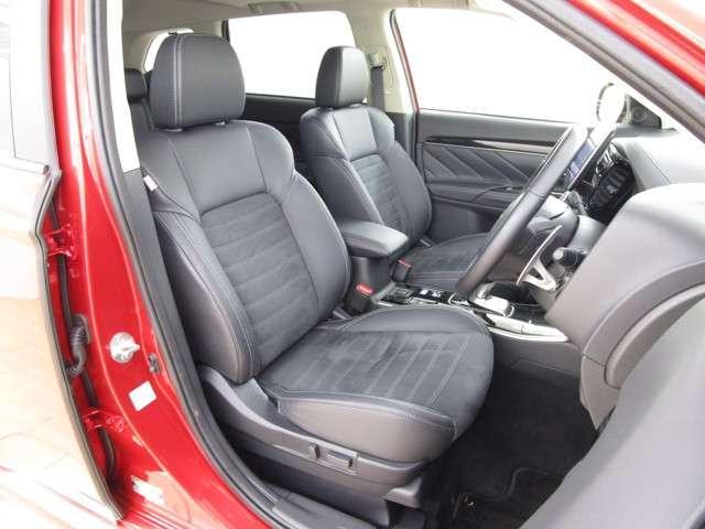 内装はブラック内装!座り心地の良いフロントシートです。運転席パワーシート装備