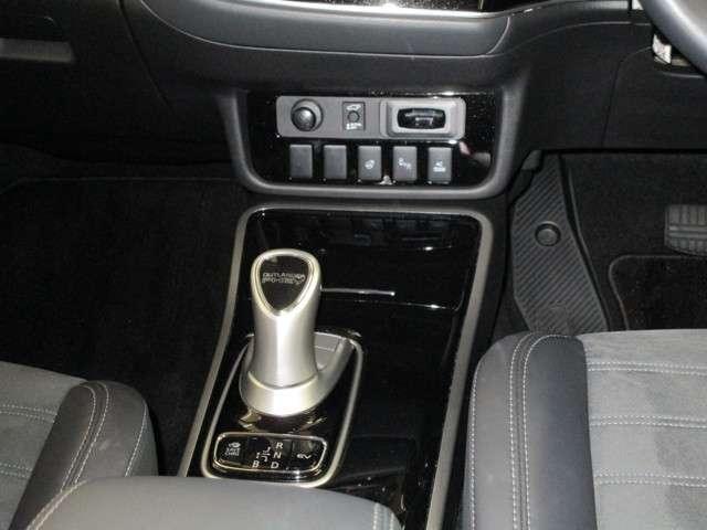 100V電源(1500W) 後退時車両検知警報システム ステアリングヒーター装備