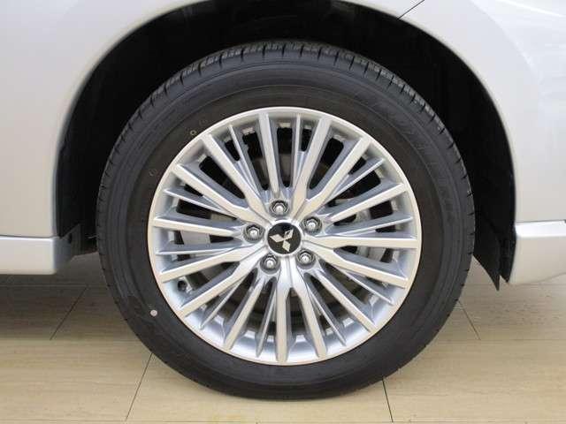 純正アルミホイール。タイヤサイズは225/55R18です。