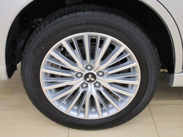 運転席側リヤタイヤの画像です。