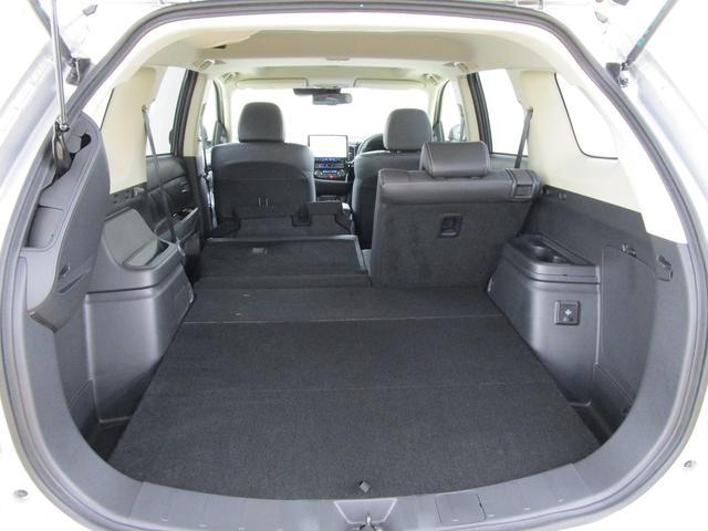 荷物の大きさに応じてシートをアレンジできます。