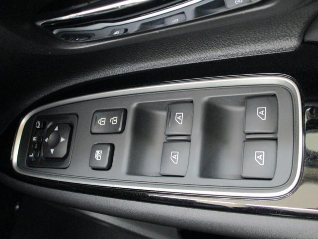 運転席ドア内側のスイッチ画像です。
