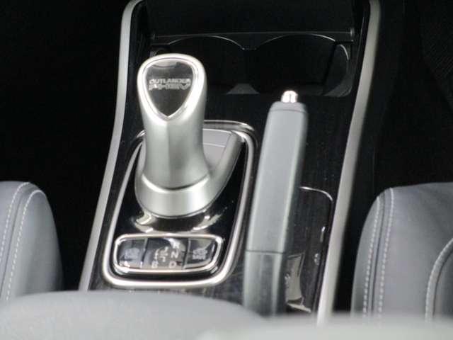 Gセーフティパッケージ 電気温水式ヒーター 100V電源 ナビ 衝突被害軽減ブレーキ レーダークルーズ Fシートヒーター パワーシート 全方位モニター ETC LEDヘッドライト&フォグ(10枚目)