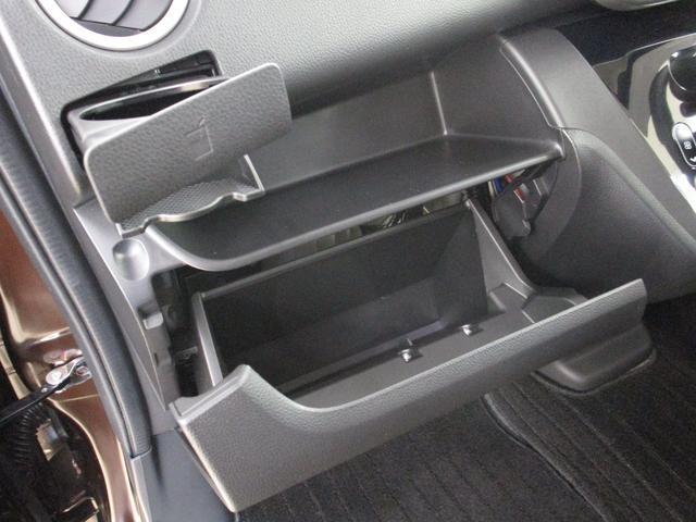 カスタムT セーフティパッケージ 4WD/禁煙車/フルセグ対応メモリーナビ/全方位カメラ/衝突軽減ブレーキシステム/ロールサンシェード/リヤサーキュレーター/運転席シートヒーター/LEDヘッドライト/フォグランプ(16枚目)