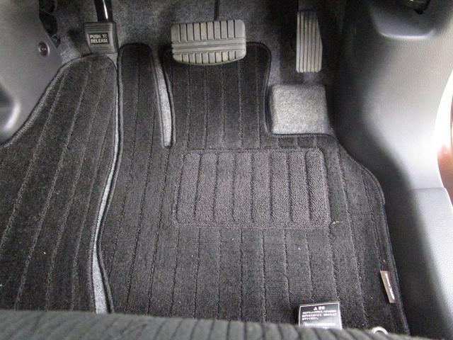 カスタムT セーフティパッケージ 4WD/禁煙車/フルセグ対応メモリーナビ/全方位カメラ/衝突軽減ブレーキシステム/ロールサンシェード/リヤサーキュレーター/運転席シートヒーター/LEDヘッドライト/フォグランプ(29枚目)