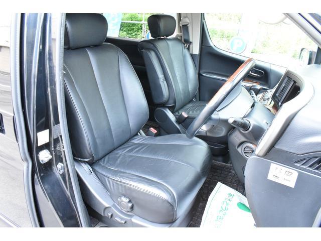 ブラックレザーシートは高級感があります!シートヒーターで寒い時期の運転も快適です!パワーシートでシートポジション調整も楽々です♪