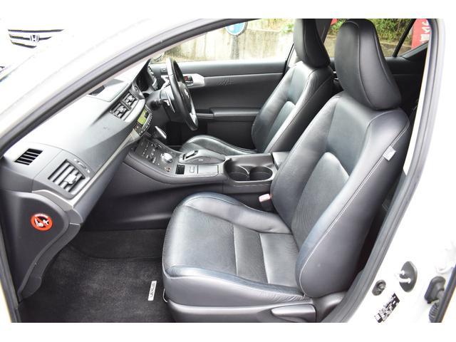 ブラックレザーシートは高級感があります!シートヒーターで寒い時期のドライブも快適です!