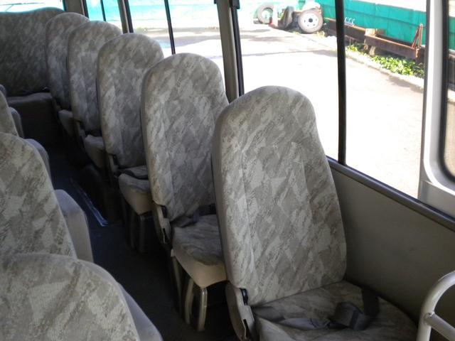 左側座席です