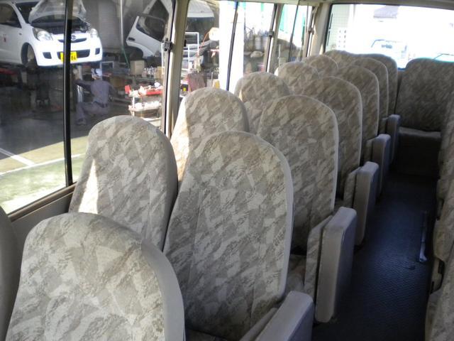 右側座席です