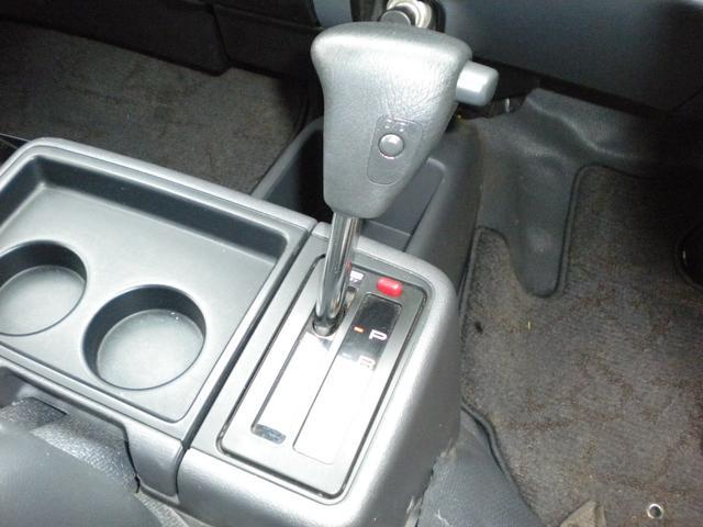 フロアーAT,4WDです