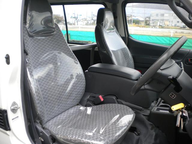 フロント2名乗車です、シートにはシートカバーが付いてます