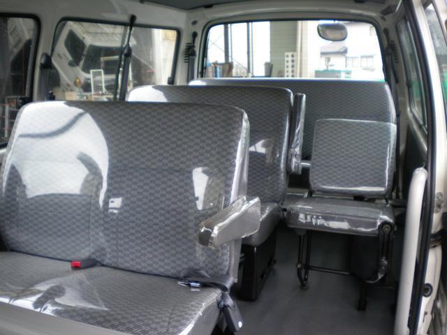 スライド側からの車内です、大変きれいに使用されてます