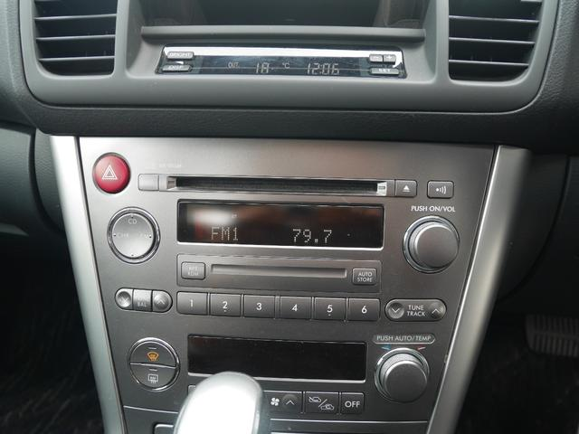 オーディオは純正のCDデッキが装備されています。
