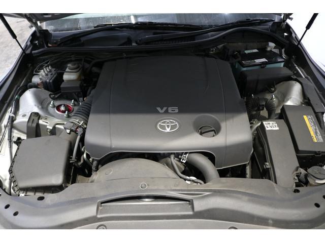■エンジンルームは車にとって非常に大事な部分ですので、専用の洗剤を使い細かい部分まで洗浄しております♪