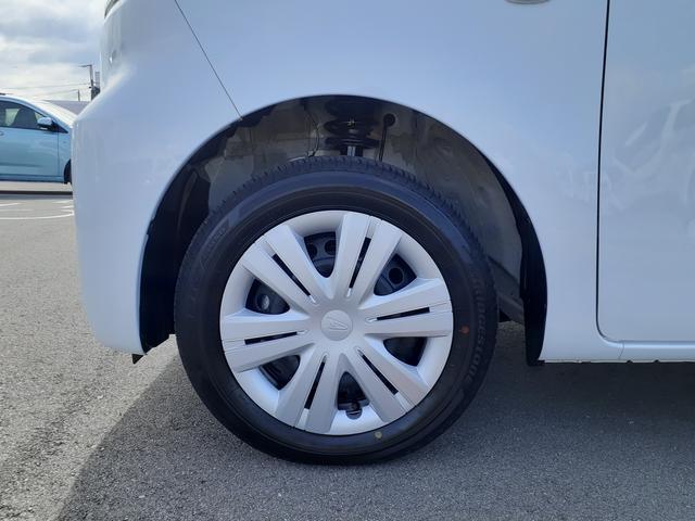タイヤサイズは14インチです。ホイールキャップは純正です