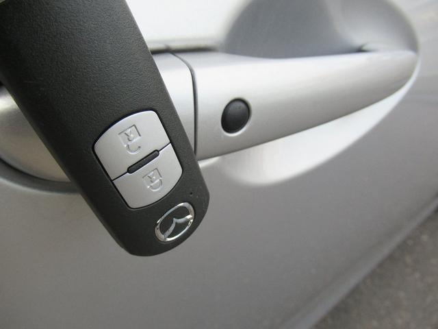 ドアノブ黒ボタンで鍵の施錠が可能です♪
