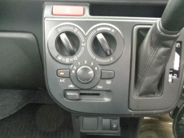 F 4WD 5AGS 禁煙車 純正オーディオ CD AUX端子 キーレス シートヒーター コーナーセンサー 横滑り防止 ヘッドライトレベライザー サイドバイザー スタッドレスタイヤ付 取扱説明書 東京仕入(26枚目)