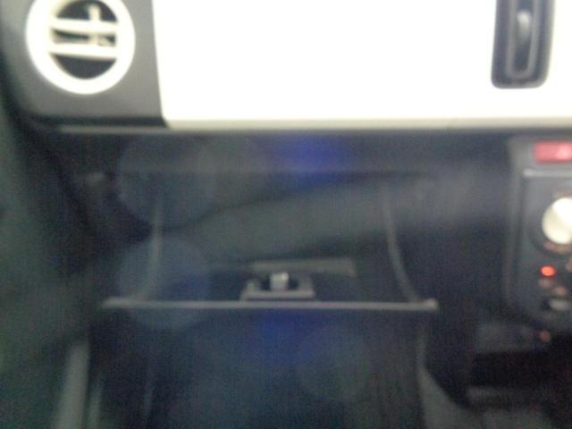 L 禁煙車 エマージェンシーブレーキ シートヒーター CD&AUX接続 アイドリングストップ 横滑り防止 キーレスエントリー リアコーナーセンサー レベライザー(32枚目)