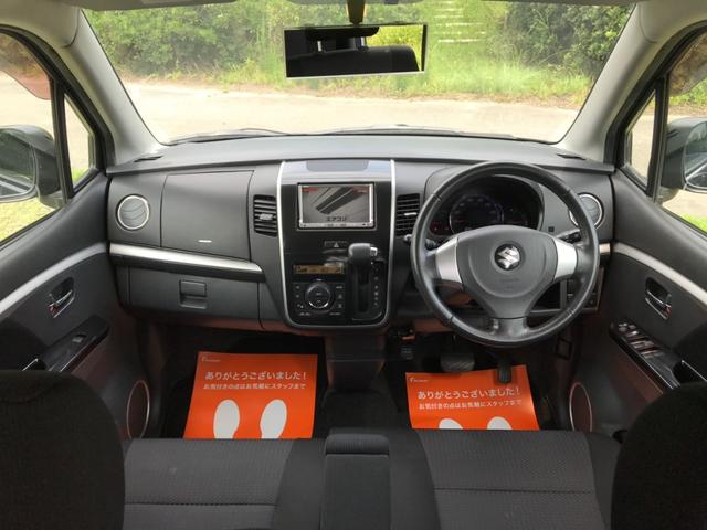 インテリアは、フロントベンチシート[センターアームレスト付]にインパネシフトを新採用、運転席・助手席間の移動をスムーズに♪