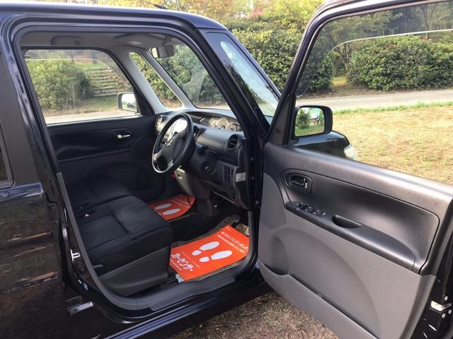 大きく開閉するドア、乗り込みも楽です♪綺麗な運転席です!