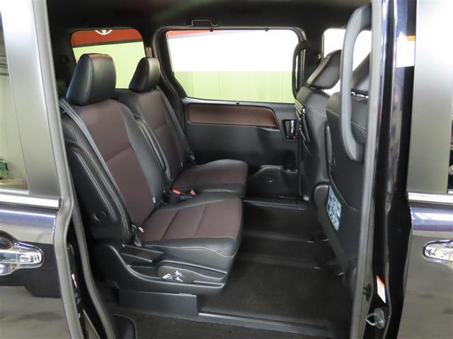 Gi 4WD ナビ&TV 両側電動スライド スマートキー アイドリングストップ 横滑り防止機能 LEDヘッドランプ ワンオーナー キーレス 盗難防止装置 DVD再生 乗車定員7人 3列シート ABS(6枚目)