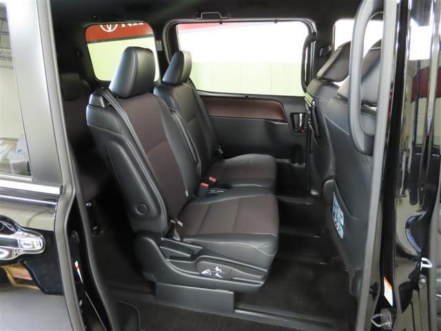 Gi 4WD ナビ&TV 両側電動スライド スマートキー アイドリングストップ 横滑り防止機能 LEDヘッドランプ ワンオーナー キーレス 盗難防止装置 DVD再生 乗車定員7人 3列シート 寒冷地 ABS(7枚目)