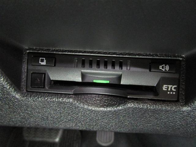 スタートシステム ハイブリッドシステムの始動は、ブレーキを踏んでエンジンスイッチを押すだけ。キーを差し込む手間もなく、カンタンでスムーズです
