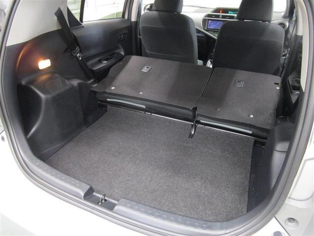 長い荷物を載せるなら後席を前に倒してロングラゲージスペースに♪