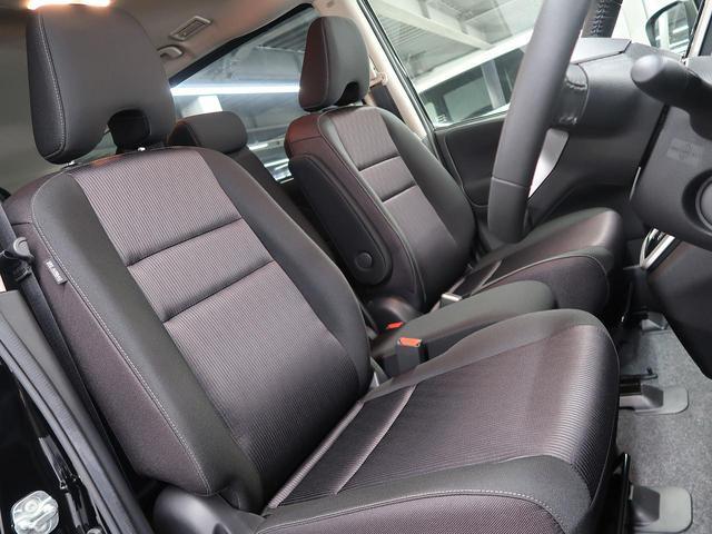 良好な視界とスムーズな乗り降りを実現した運転席。体格に合わせてシートやステアリングの位置をきめ細かく調節できるので、いつでも最適な運転姿勢をキープ。操作も軽く、ラクラクです。
