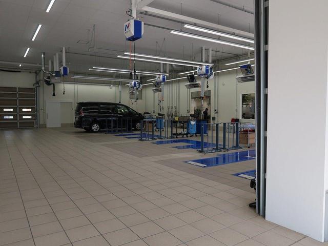 車検・点検・整備・オイル交換など、お車の整備をするための「大きな整備工場」が当店にはございます!お気軽にお立ち寄り頂ければ、お客様のカーライフをサポート致します!!
