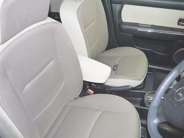C 4WD・禁煙車・スマートキー・タイミングチェーン式・障害物センサー・社外アルミホイール・ドアバイザー・フルオートエアコン・盗難防止装置(6枚目)