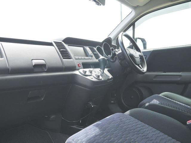 HDDナビエディション スマートルームミラー・ドライブレコーダー・オートライト・HIDヘッドライト・ビルトインETC・ガイド付きバックカメラ・VTR入力・ミュージックサーバー・横滑り防止機能・純正フロアーマット・ドアバイザー(9枚目)