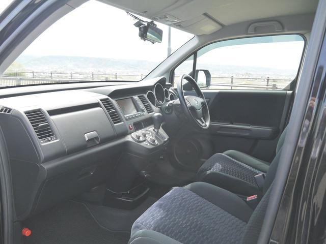 HDDナビエディション スマートルームミラー・ドライブレコーダー・オートライト・HIDヘッドライト・ビルトインETC・ガイド付きバックカメラ・VTR入力・ミュージックサーバー・横滑り防止機能・純正フロアーマット・ドアバイザー(12枚目)