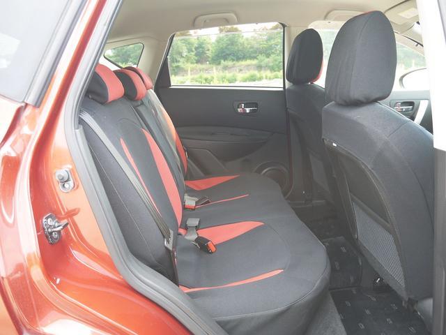 20G FOUR 4WD・デフロック・禁煙車・インテリジェントキー・SDナビ・フルセグテレビ・駐車ガイド付バックカメラ・DVD再生・ミュージックサーバー・ミュージックプレーヤー接続・Bluetooth・オートライト・(14枚目)