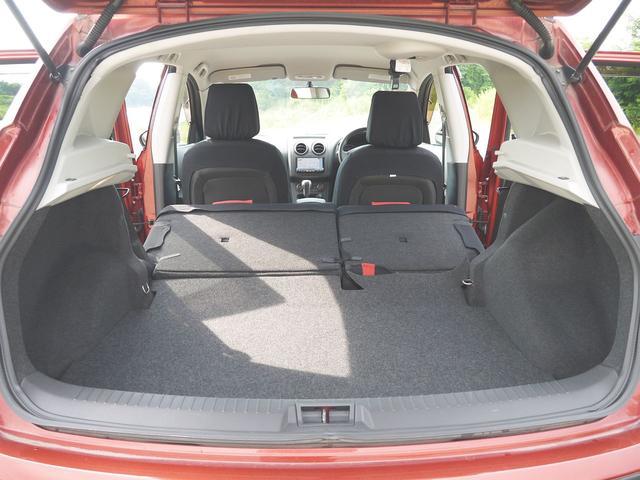 20G FOUR 4WD・デフロック・禁煙車・インテリジェントキー・SDナビ・フルセグテレビ・駐車ガイド付バックカメラ・DVD再生・ミュージックサーバー・ミュージックプレーヤー接続・Bluetooth・オートライト・(16枚目)