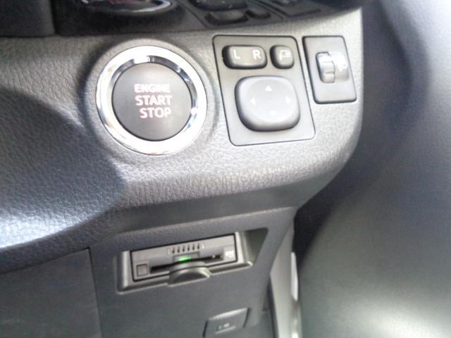ステアリングスイッチ付きです。目線を変えずにオーディオ操作ができます。