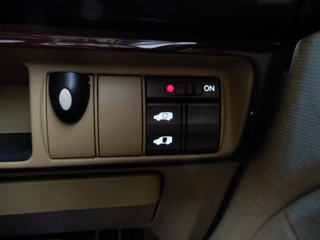 VG 4WD ワンオーナー 禁煙車 純正HDDナビ リアカメラ 左側電動スライドドア キーレス 8人乗り HIDヘッドライト アルミ 記録簿(8枚目)
