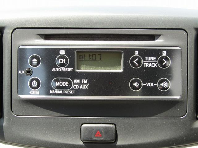 ■純正CDオーディオ(AUX端子対応のスマホ・オーディオプレイヤーを接続可能♪)
