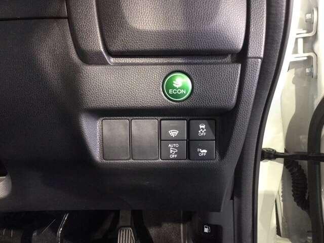 VSAが、走行中の車のタイヤのスリップを感知して、安全な走行を確保します