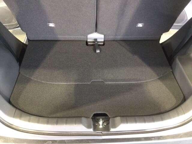 スライドリアシートを前にずらした分だけ、荷物もたっぷり載せられます。