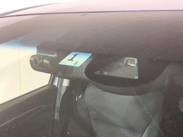 先進の安全運転支援システム、HondaSENSINGがもたらす、より高い安心と快適性です。さらに安心のドライブレコーダーを装備。