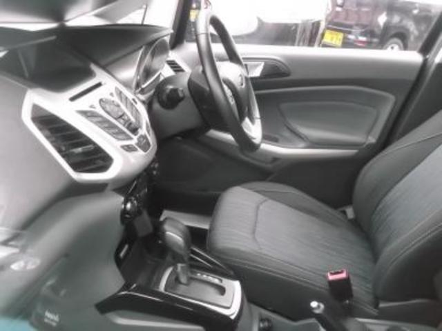 フォード フォード エコスポーツ タイタニアム 6AT