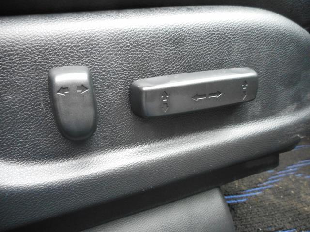 ★パワーシート★丁度良い位置まで電動で調整できます★